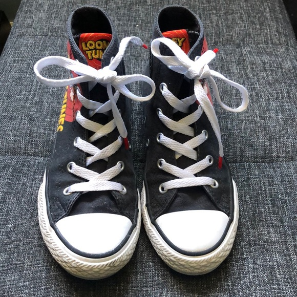 Converse Other - Boys converse size 1 looney tunes